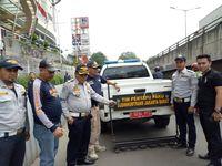Jalan Grogol Jakarta Barat Disisir, Ratusan Paku Terjaring
