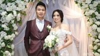 Pasangan ini menikah di Plaza UOB, Thamrin, Jakpus pada Minggu (23/7). Foto: Palevi