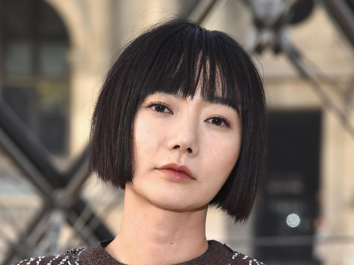 PARIS, FRANCE - MARCH 07:  Doona Bae attends the Louis Vuitton show as part of the Paris Fashion Week Womenswear Fall/Winter 2017/2018 on March 7, 2017 in Paris, France.  (Photo by Pascal Le Segretain/Getty Images)