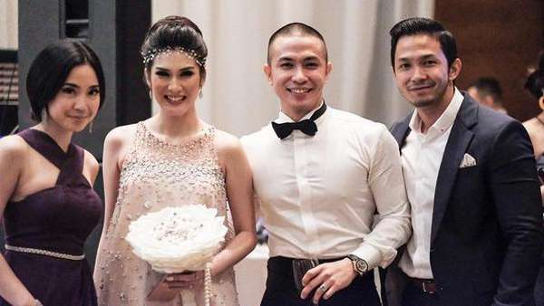 Throwback! Momen Romantis Stevie Agnecya dengan Suami