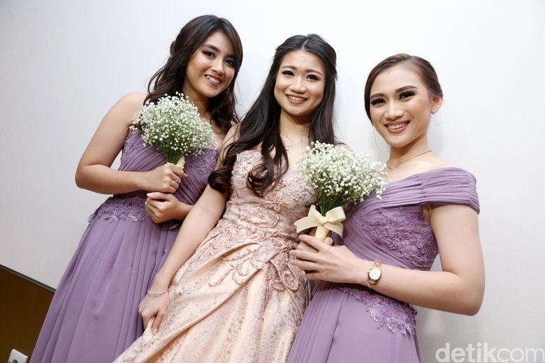 Nabilah, Sonya dan Melody saat menjadi bridemaids Stella di kawasan Thamrin, Jakarta Pusat pada akhir pekan lalu. Pool/Palevi S/detikFoto.