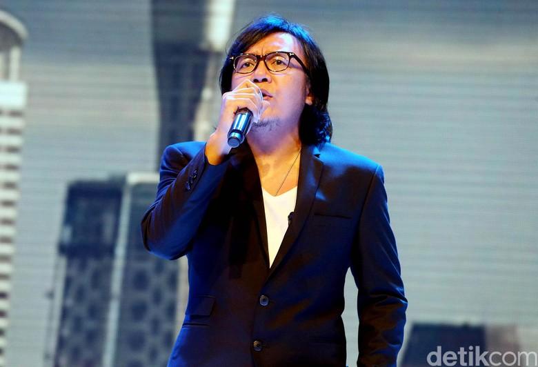 Rayakan 25 Tahun Berkarya, Ari Lasso Buat Konser Tunggal