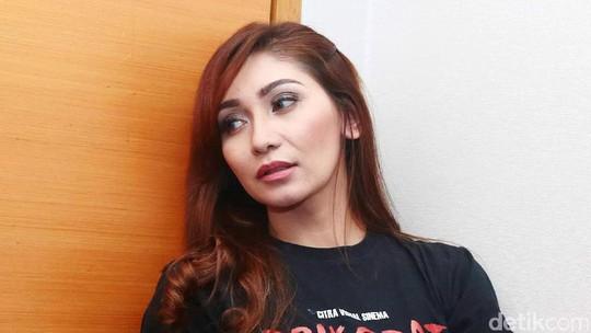Baby Margaretha Bosan Tampil Seksi