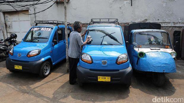 Bajaj Qute merupakan pengganti bemo, moda transportasi roda tiga yang sudah diarang beredar. Kini Bajaj Qute mulai menarik penumpang.