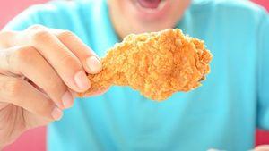 Ada 3 Cara Makan Fried Chicken, Anda Tim yang Mana?