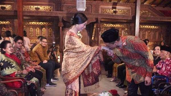 Intip Momen Romantis Mantan Pacar Yuni Shara Lamar Kekasihnya