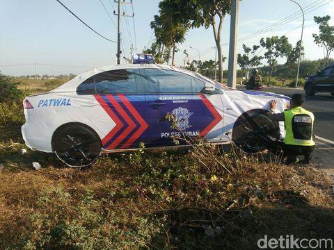 Mobil Polisi 'Jadi-jadian' di Tuban-Lamongan Bikin Kaget Pengendara