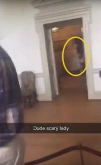 Sosok Hantu yang terekam di Tryon Palace (The Hidden Underbelly/ Youtube)