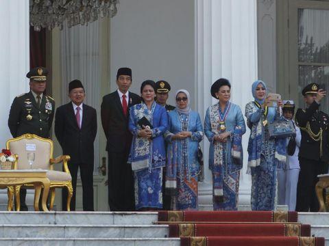 Cinta Kain Indonesia, Istri Jokowi dan Jusuf Kalla <i>Stylish</i> Berbatik Biru