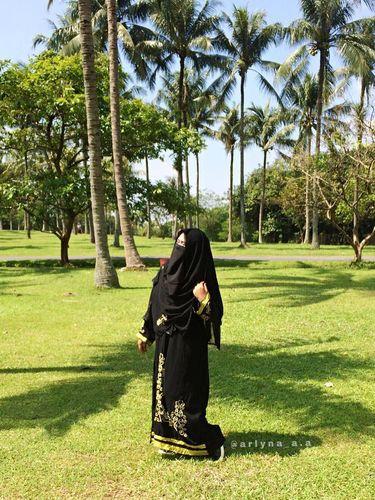 Foto: Ini Arlyna, Atlet Taekwondo Berniqab dari Bekasi