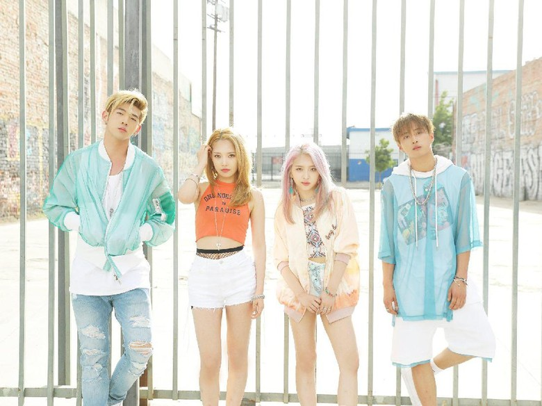 KARD Buka Konser WILD KARD TOUR dengan Into You