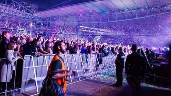Modal Rompi, Pria Ini Bisa Nonton Konser Coldplay Gratis