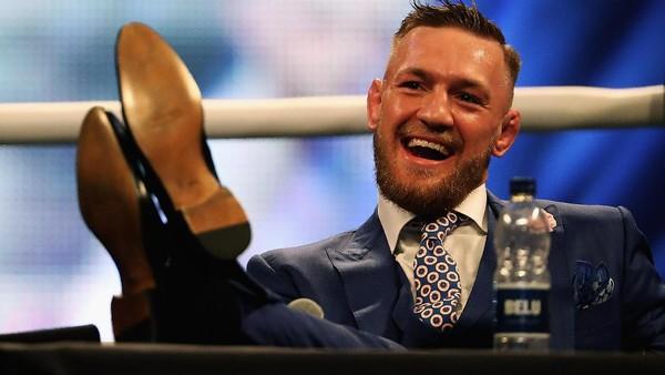 McGregor Santai Tanggapi Prediksi Bakal Mati Lawan Mayweather