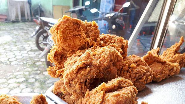 Fried chicken lokal yang tak kalah enak.