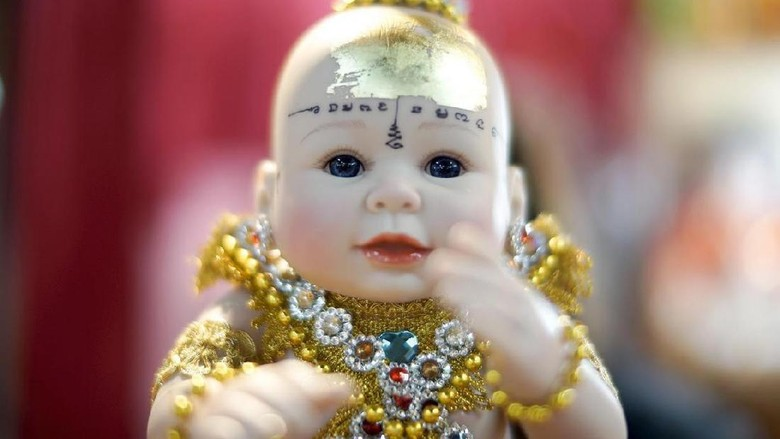 Boneka dipercayai membawa keberuntungan di Thailand (Patpicha Tanakasempipa/Reuters)
