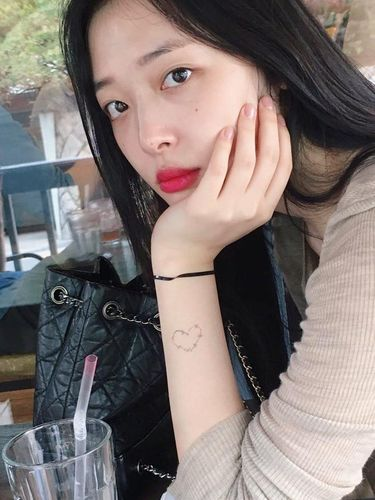 Sulli Disebut-sebut Jadi Model Pertama Majalah Playboy Korea