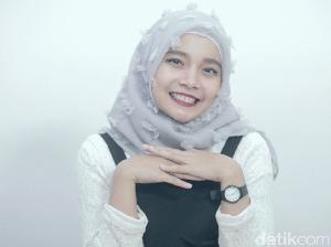 Tutorial Hijab Segi Empat Bulu-bulu yang Lagi Tren