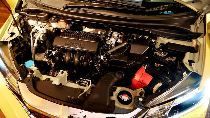 PT Honda Prospect Motor (HPM) baru saja mengenalkan Honda Jazz terbaru. Ada 4 varian yang ditawarkan yaitu Honda Jazz MT, CVT, Honda Jazz RS MT, dan RS CVT.