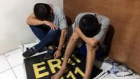 Petugas mengamankan tiga pelaku penyelundupan sabu. Satu orang WNA asal Taiwan diketahui bernama Khe Huan Hong tewas ditembak karena melawan saat diamankan.
