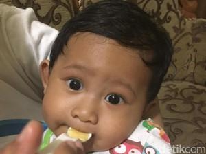 Bayi Belum Duduk Tegak di Usia 6 Bulan, MPASI Ditunda Dulu?