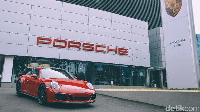 Porsche 911 Carrera GTS Mendarat di Jakarta