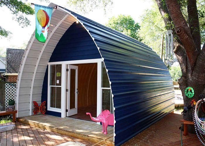 Kabin mungil yang terbuat dari besi ini harganya hanya sekitar Rp 130 juta. Selain murah, rumah ini juga bisa dirakit hanya dalam 3 hari. Istimewa/inhabitat.com.