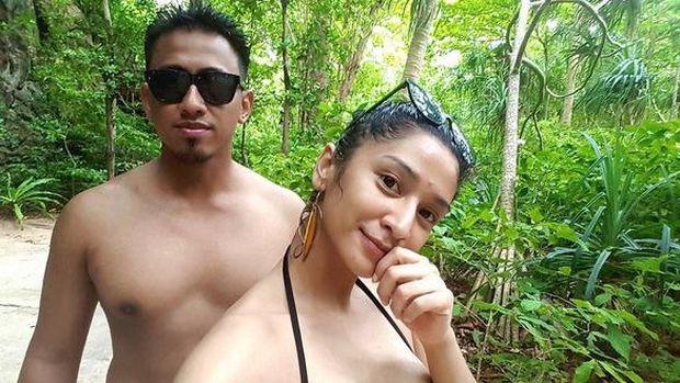 Fanny Ghassani dan suaminya, Erwan, saat liburan di Thailand.