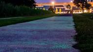 Keren! Singapura Uji Coba Jalan Bisa Menyala dalam Gelap
