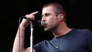 Aksi-aksi Tak Biasa yang Mewarnai Konser Liam Gallagher