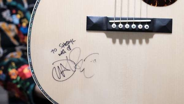 Bikin Iri! Bahagianya Sheryl Sheinafia Dipeluk John Mayer