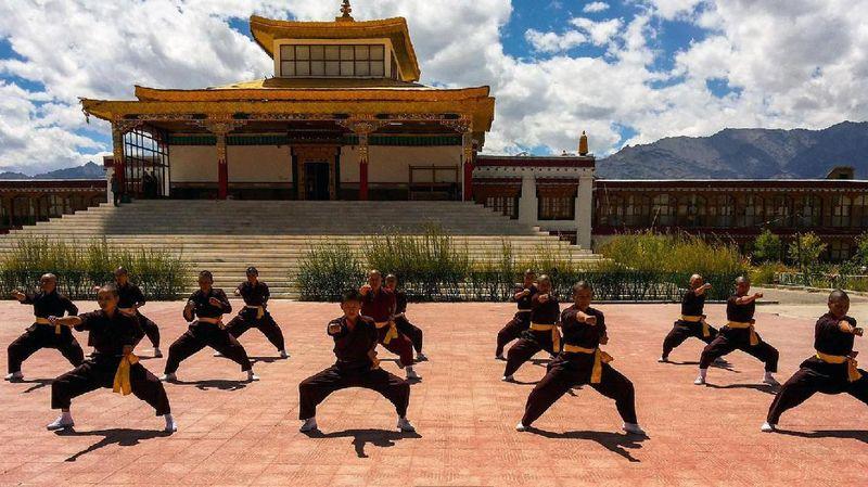 Di Biara Druk Gawa Khilwa, Nepal, traveler bisa melihat para biksuni yang begitu tanggguh dan sangar. Bagaimana tidak, mereka bisa Kung Fu! (Swati Jain/BBC Travel)
