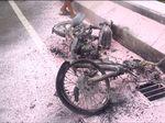 Tabrakan Akibat Lawan Arus di Kemayoran, Motor Terbakar