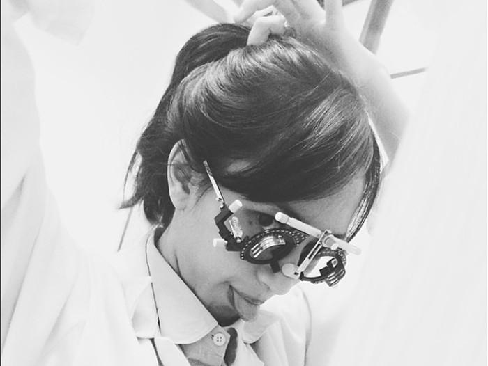 Indah memiliki hobi bermusik, namun tetap memprioritaskan pendidikannya sebagai dokter muda. Foto: (Foto: Instagram @indahkus_)