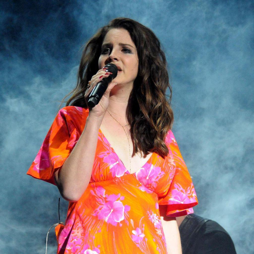 Lana Del Rey Bikin Pernyataan Sebelum Diprotes Karena Konser di Israel