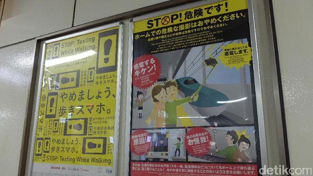 Poster larangan menggunakan tongsis di Stasiun Sapporo, Jepang (Baban/detikTravel)