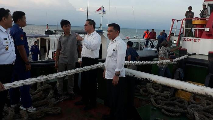 Kapal tongkang yang diamankan (Foto: Humas Bakamla)