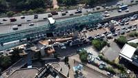 Kemacetan terjadi akibat pembangunan MRT di Lebak Bulus.
