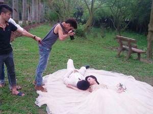 Bikin Ngakak, Perjuangan Fotografer Jepret <i>Prewed</i> Keren