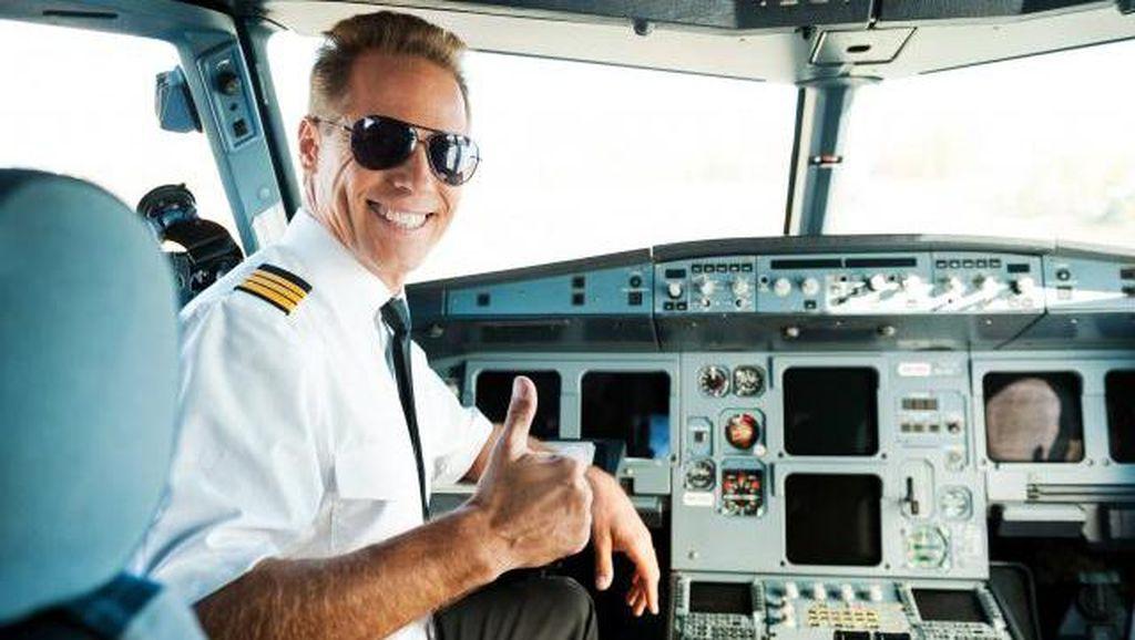 Pesawat Delay, Pilot Ini Belikan Semua Penumpang Burger