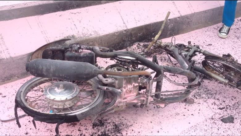Ilustrasi motor terbakar. Foto: Ibnu Hariyanto/detikcom