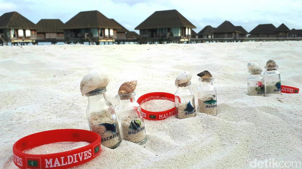 Kalau Maldives, Pasir Pantainya Memang Buat Oleh-oleh