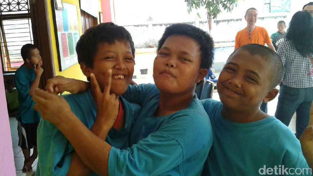 Foto-foto Riang Penyandang Tunagrahita Anak