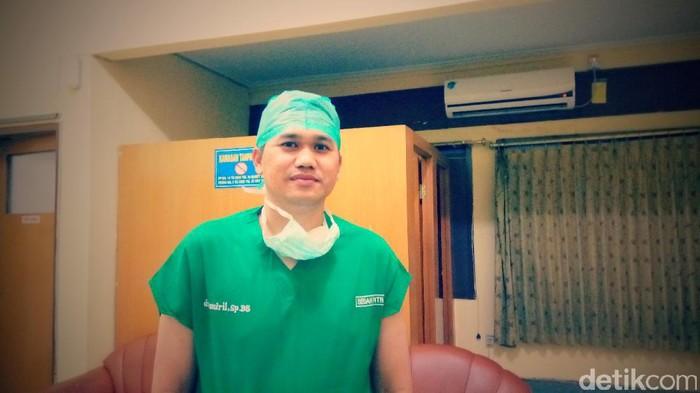 Sejak awal mengambil bedah saraf, yang dicari dokter muda ini adalah kasus-kasus yang menantang. (Foto: Lila/detikHealth)