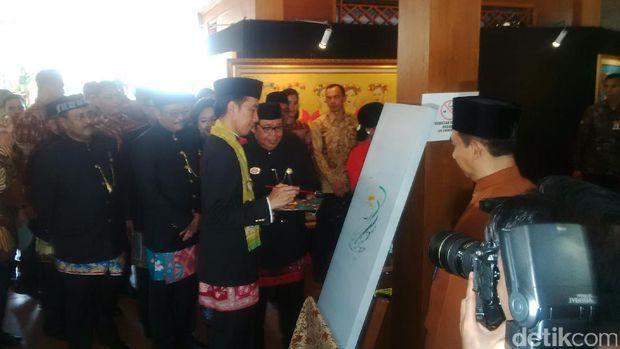 Presiden Jokowi di pameran lukisan Lebaran Betawi
