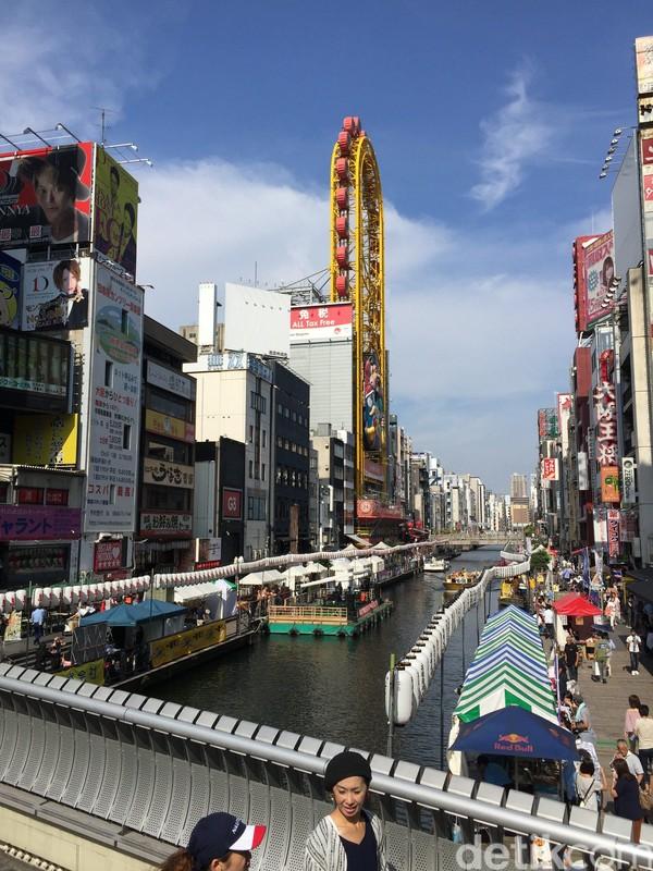 Foto: Traveler juga bisa berjalan-jalan di sekitar Shinsaibashi. Ada banyak spot-spot menarik untuk foto. Osaka tidak kalah menarik dengan Tokyo kok (Dadan/detikTravel)