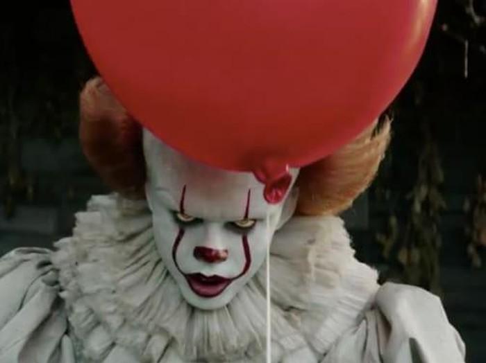 Bill Skarsgard, aktor pemeran Pennywise di film It