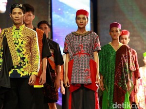 Melihat Fashion Show on the Pedestarian di Banyuwangi