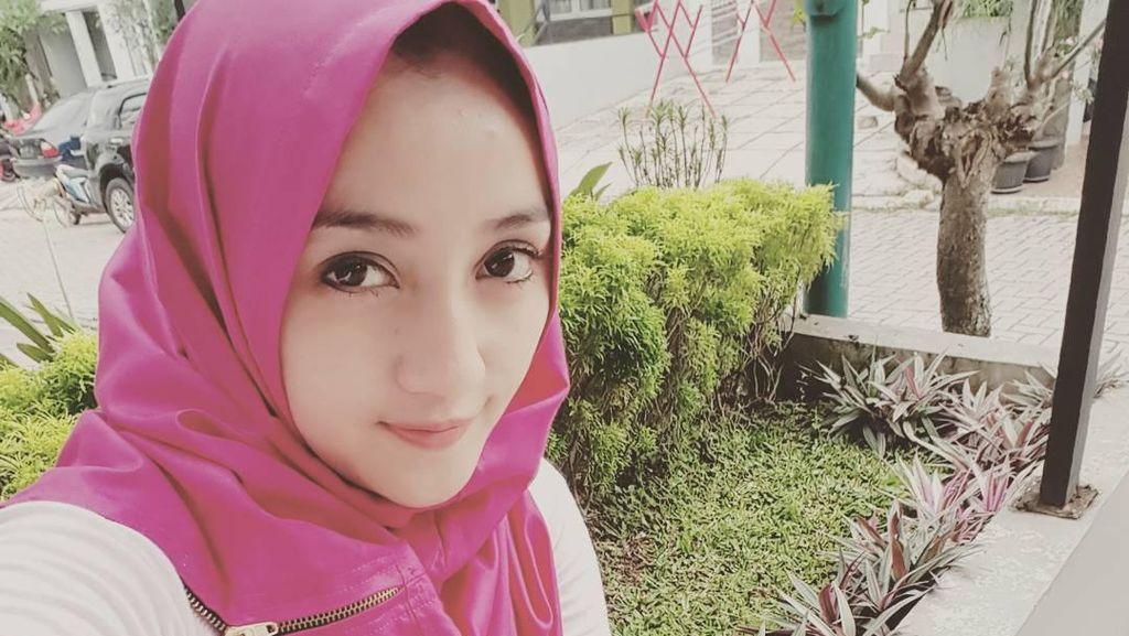 Foto: Masih Imut, Gaya Hijab Pemain Misteri Gunung Merapi Penty Nur Afiani