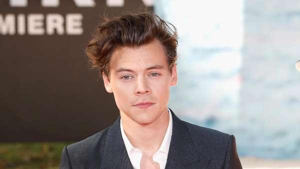 Harry Styles Jadi Artis Paling Tampan, Setuju?