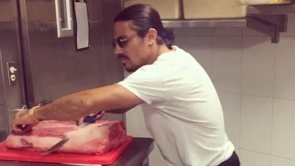 Serunya Chef Nusret Salt Bae Bergoyang Despacito Sambil Mengiris Daging